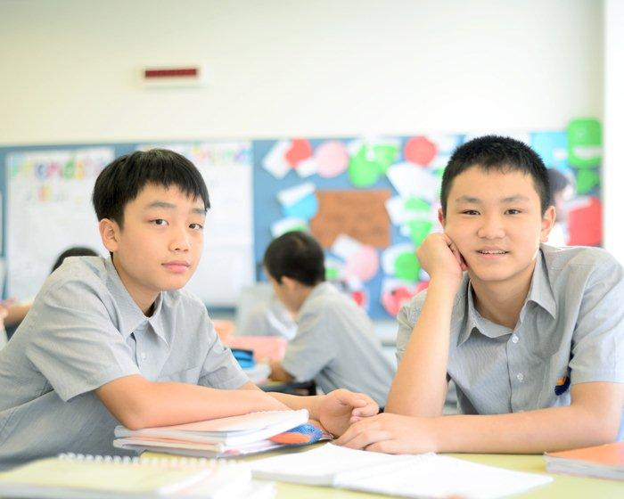 上海耀华国际高中于2001年经上海市长宁区教育局批准