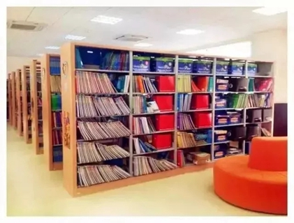 图书馆,实验室,体育馆,室内游泳池,钢琴房,形体房,塑胶跑道和儿童乐园